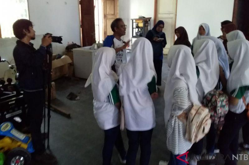 ANTARA GOES TO SCHOOL SMPN 15 MATARAM